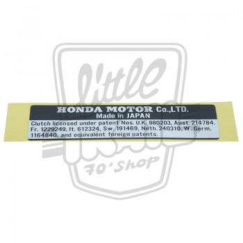 Plaque d'identification origine Honda Dax ou Chaly collée sur le cadre côté gauche au dessus du cache-chaine