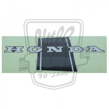 Autocollant HONDA DAX de cadre gauche apposé sur les modèles produits de 1969 à 1977